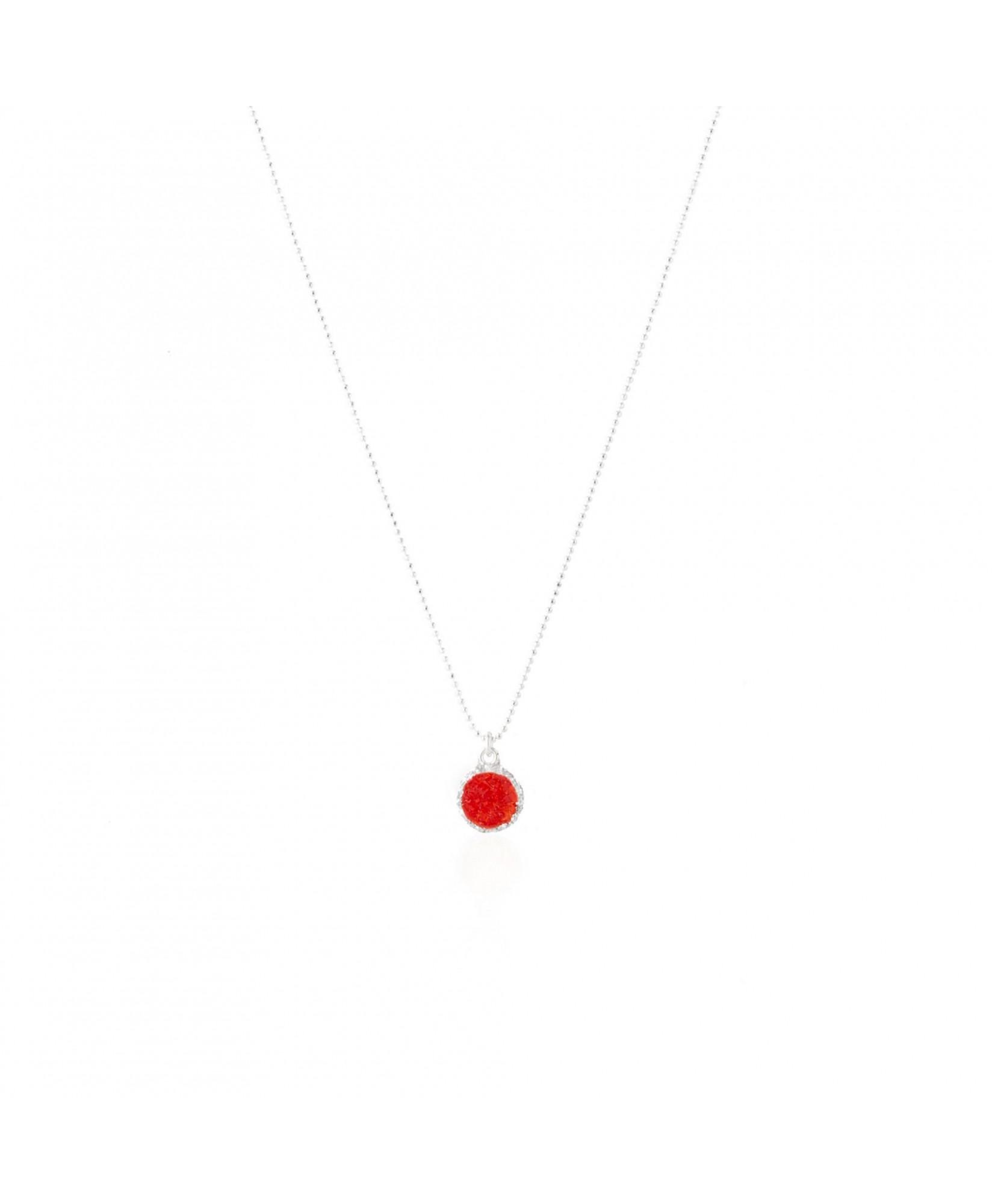 Gargantilla de plata con colgante redondo Love con nácar rojo Gargantilla de plata con colgante redondo Love con nácar rojo