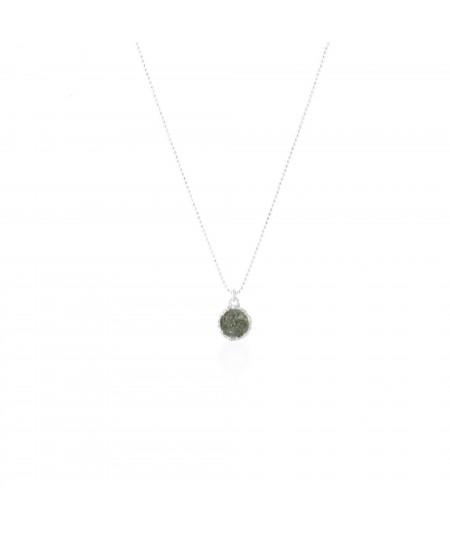 Gargantilla en plata Shadow con colgante redondo y nácar gris