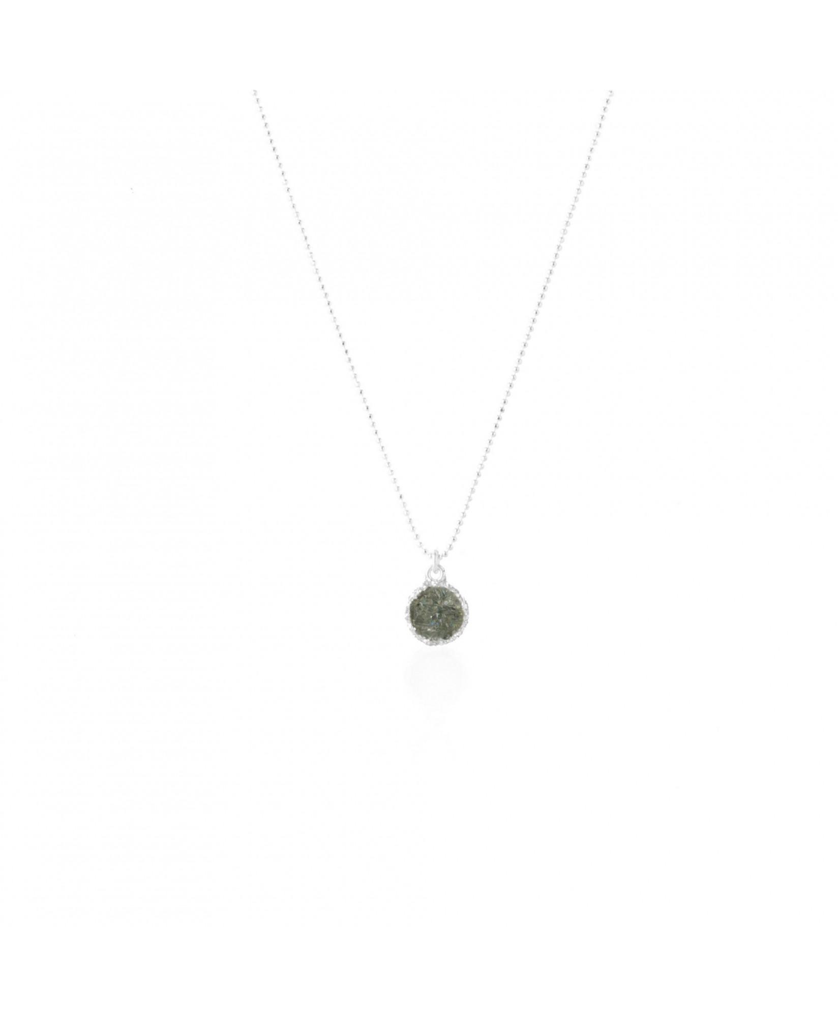 Gargantilla en plata Shadow con colgante redondo y nácar gris Gargantilla en plata Shadow con colgante redondo y nácar gris