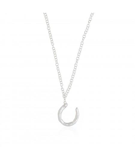 Collar plata con colgante de inicial letra U