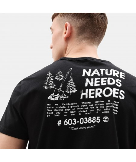 CAMISETA NATURE NEEDS HEROES™ PARA HOMBRE EN COLOR NEGRO